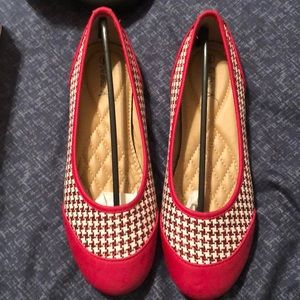 Red houndstooth flats